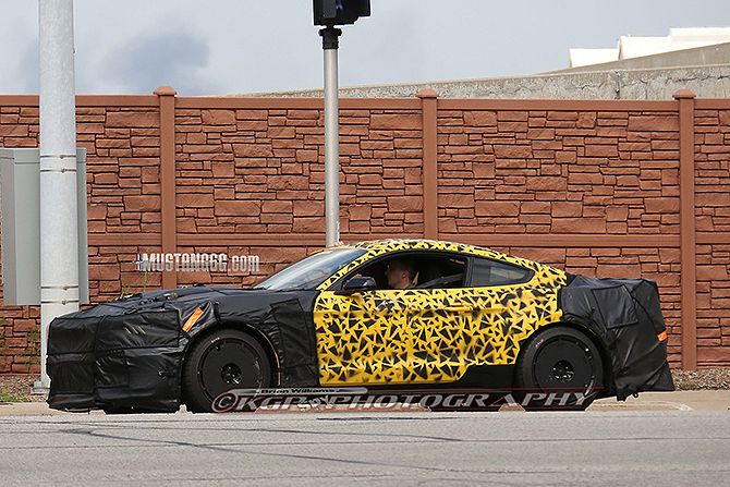 GT350-exterior-yellow-02