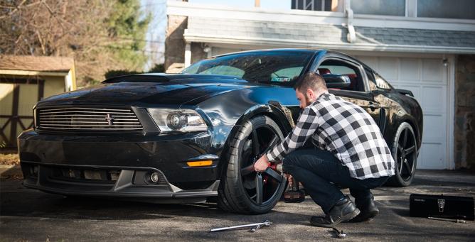 Black-Mustang-001