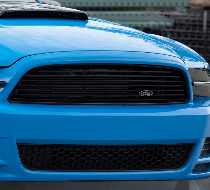 Blue-STS-Mustang-Grille