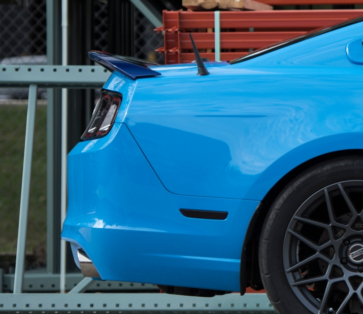 Blue-STS-Mustang-Spoiler-005